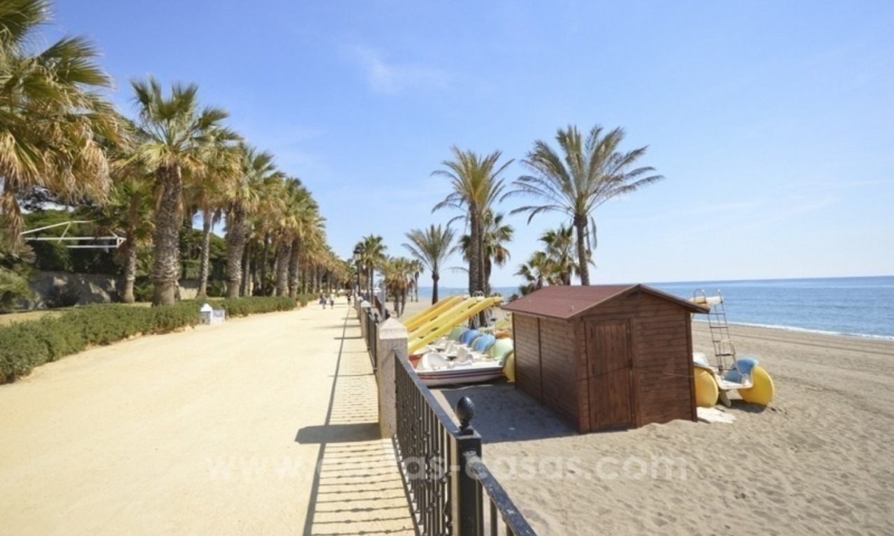 Beachside townhouse te koop op de Golden Mile in Marbella 1