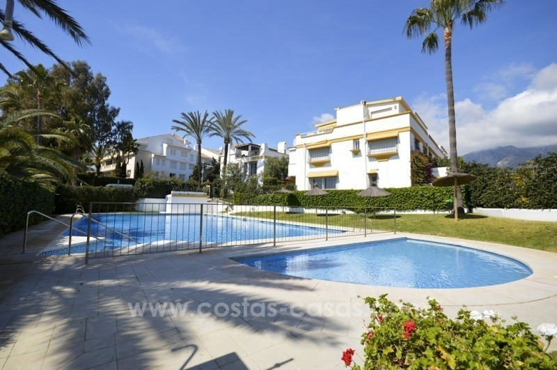 Beachside townhouse te koop op de Golden Mile in Marbella