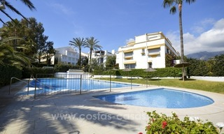Beachside townhouse te koop op de Golden Mile in Marbella 0