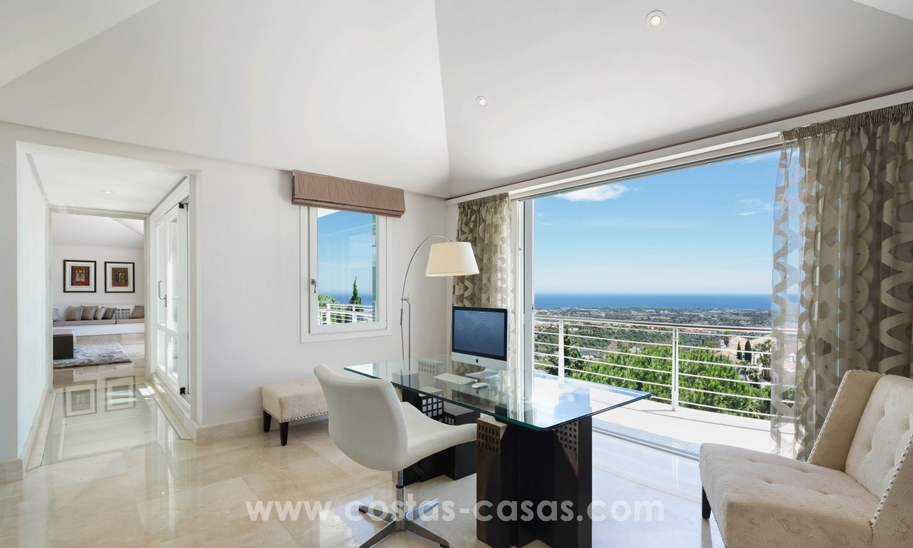 Contemporaine design Villa te koop in El Madroñal te Benahavis - Marbella 13
