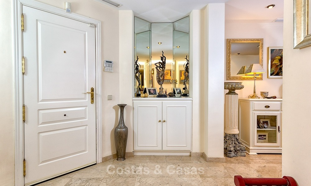 Eerstelijn Golf Luxe Appartement te koop in een Gated Community in Rio Real, Marbella 1880