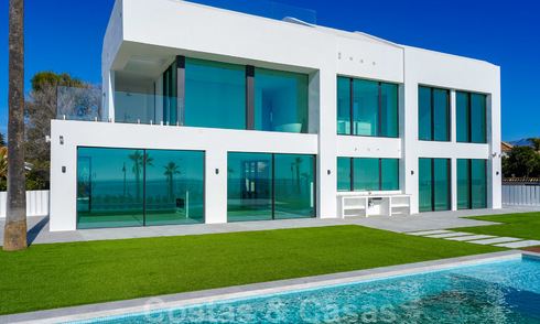 Ultramoderne design villa direct aan het strand te koop, New Golden Mile, Marbella - Estepona 24930