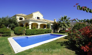 Luxe villa te koop in een gated golf resort Marbella - Benahavis 14076