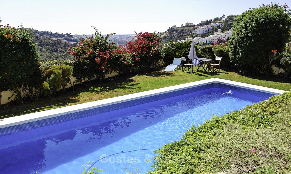 Luxe villa te koop in een gated golf resort Marbella - Benahavis 14078