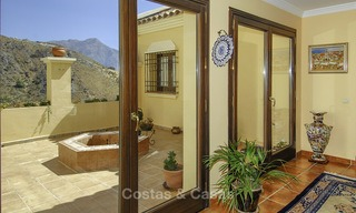Luxe villa te koop in een gated golf resort Marbella - Benahavis 14084